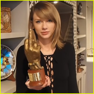Taylor Swift Accepts Unusual Middle Finger NME Award