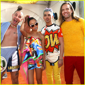 DNCE Performs 'Cake By The Ocean' at Kids Choice Awards 2016