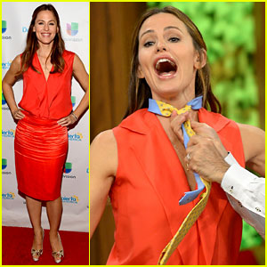 Jennifer Garner Competes in Tie-Tying Competition - Watch Now!