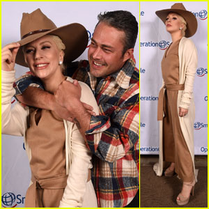 Lady Gaga & Taylor Kinney Couple Up for Charity Ski Event!