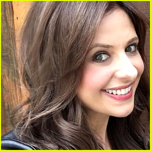 Sarah Michelle Gellar Goes Brunette for 'Cruel Intentions' Series