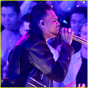 Chris Brown Performs 4 Songs at iHeartRadio Music Awards 2016 (Video)