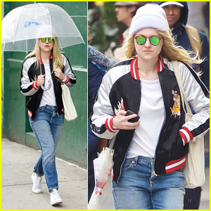 Dakota Fanning Says 'Suns Out, Buns Out!'