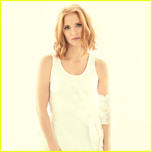 Jessica Chastain Says That Scars & Flaws Are Beautiful
