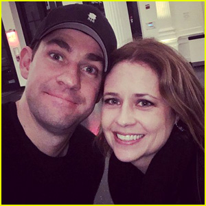 The Office's John Krasinski & Jenna Fischer Reunite in NYC!