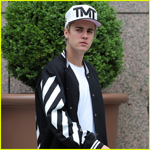 Justin Bieber Covers Rihanna & Drake on Hotel Piano - Watch Now!