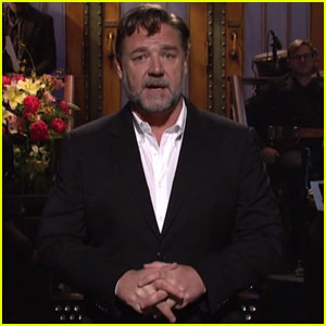 Russell Crowe Pokes Fun at Co-Star Ryan Gosling During 'Saturday Night Live' Monologue (Videos)
