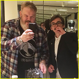Game of Thrones' Hodor & Bran Eat Cake Together After 'Hold the Door' Episode