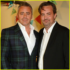 Matthew Perry & Matt LeBlanc Reunite Backstage in London!