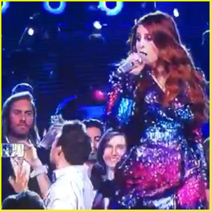 Meghan Trainor Fan Takes Amazing Selfie Video During Her BBMAs Performance - Watch Now!