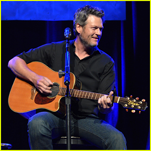 Blake Shelton Performs at 'Stars for Second Harvest' Benefit