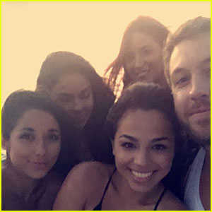 Calvin Harris Hangs With Lots of Ladies After Taylor Swift Breakup