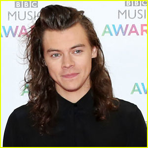 Harry Styles Signs Solo Recording Contract with Columbia!