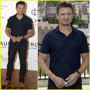 Jeremy Renner Gets Mobbed by Fans in Italy