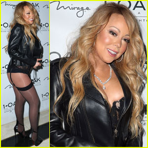 Mariah Carey Shows Off Her Bare Bum in Las Vegas