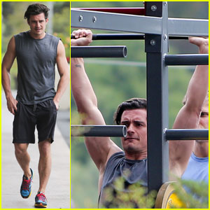 Orlando Bloom Shows Off His Buff Arms While Lifting Weights