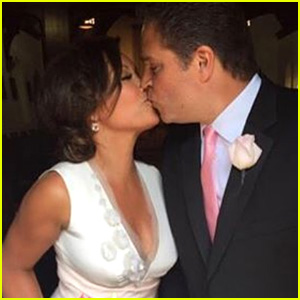 Vanessa Williams Re-Marries Jim Skrip in Catholic Ceremony!