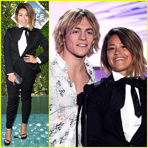 Gina Rodriguez Jokes She Has Ross Lynch's Haircut at Teen Choice Awards 2016!