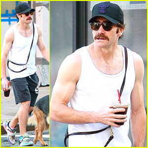 Jake Gyllenhaal Shows His Bulging Biceps in a Tight Tank