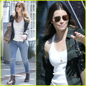 Jessica Biel Dresses Casual for Her Santa Monica Stroll