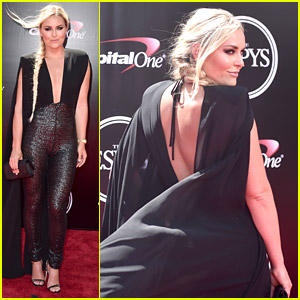 Lindsey Vonn Wears a Jumpsuit & Cape to ESPYs 2016