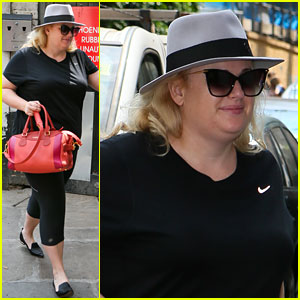 Rebel Wilson Continues West End Run of 'Guys & Dolls'!