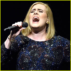 Adele Being Courted for Super Bowl 2017 Half Time Show (Report)