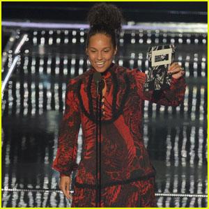 Alicia Keys Shares Touching Poem at VMAs 2016 (Video)