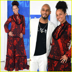 Alicia Keys & Swizz Beatz Couple Up at MTV VMAs 2016