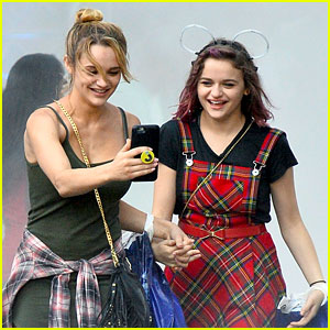 Joey King Lands 'The Flash' Guest Spot, Goes to Disneyland with Sister Hunter!