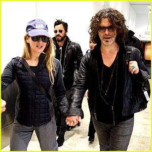 Justin Theroux & Renee Zellweger Travel Down Under on Same Flight!