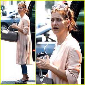 Kate Walsh Cooks Fried Chicken for Her Sunday Night Dinner!