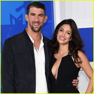 Michael Phelps Brings Fiancee Nicole Johnson to VMAs 2016