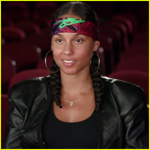 Alicia Keys Sings 'Back to Life' for 'Queen of Katwe ...