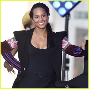 Keys Helps Tamron Hall Remove Her Makeup on 'Today' | Alicia Keys ...  Alicia Keys