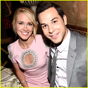 Newlyweds Anna Camp & Skylar Astin Enjoy Their Romantic Italian Honeymoon!