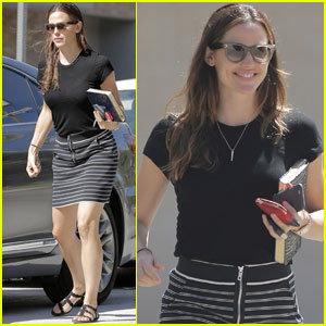 Jennifer Garner Gets Some Errands Done in LA
