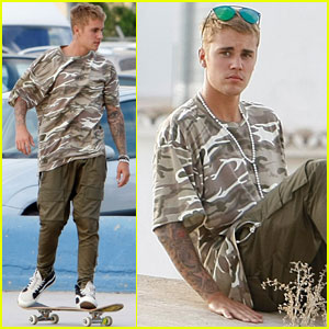 Justin Bieber Hangs in Ibiza on Day Off From Purpose Tour