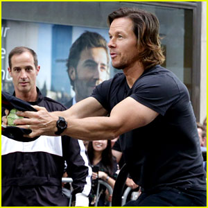 Mark Wahlberg's Huge Biceps Help Him Win 'Giant Slingshot' Against Jimmy Fallon!