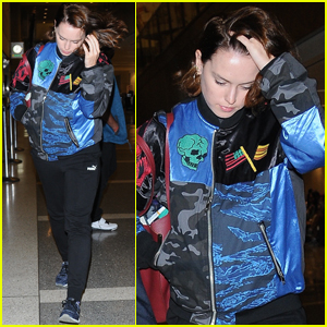 Daisy Ridley Catches a Flight Out of Los Angeles