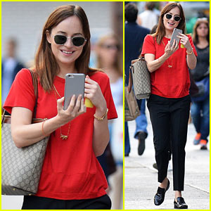 Dakota Johnson Selfies Her Way Around NYC!