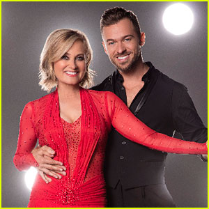 Maureen McCormick Brings 80s Vibes to 'DWTS' Week 7 - Watch Now!