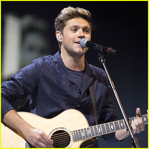 Niall Horan Makes Surprise Appearance at BBC Radio 1 Teen Awards!