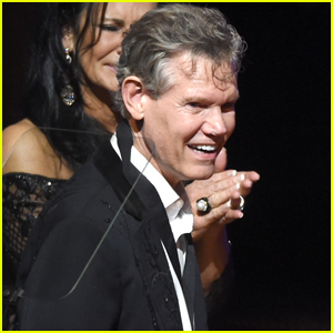Country Star Randy Travis Shocks Audience With First Performance Since Stroke - Watch!