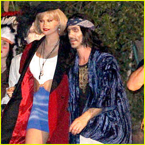 Behati Prinsloo Dresses as 'Pretty Woman' for Halloween Alongside Adam Levine