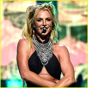 Britney Spears Goes to a Strip Club with Her Mom! (Photos)