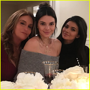 Caitlyn Jenner Spends Thanksgiving with Kendall & Kylie!