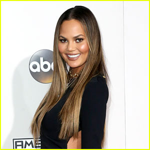 VIDEO: Chrissy Teigen Schools Trolls During Thanksgiving Q&A
