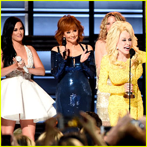 Dolly Parton Gets CMAs Tribute from Country's Best Ladies!