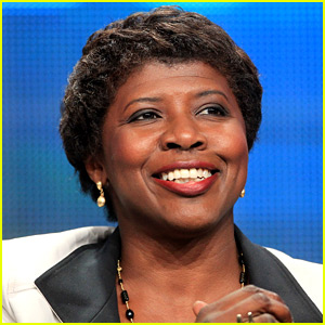 Gwen Ifill Dead - PBS NewsHour Host Loses Cancer Battle at 61